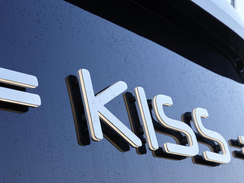 Kiss  17
