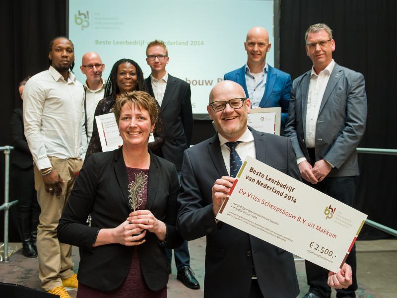 20150309 de vries scheepsbouw wint landelijke prijs leerbedrijf van het jaar jm16594