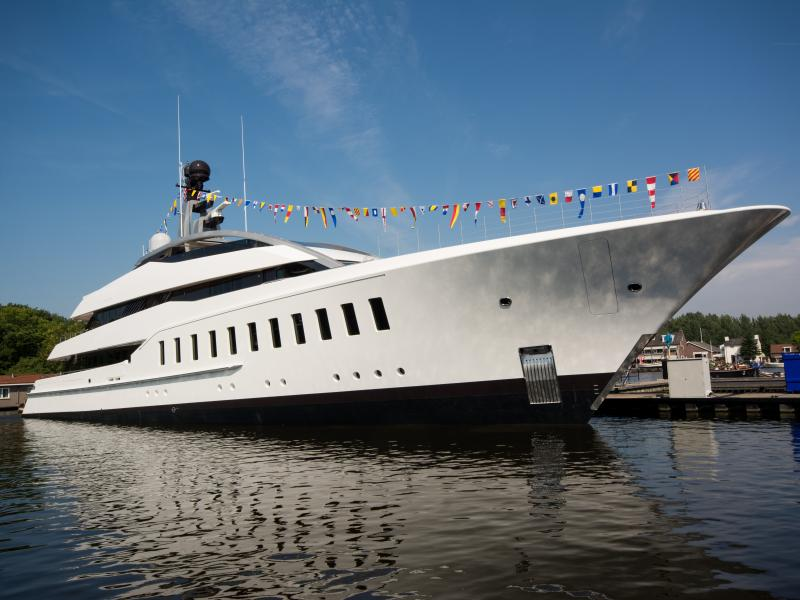 Feadship-halo-launch-01-2